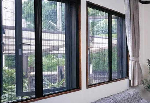 Cửa lưới chống muỗi có phù hợp với biệt thự không?